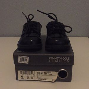 Baby/toddler shiny black dress shoes with laces
